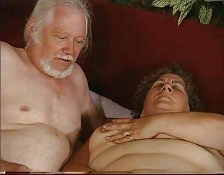 Grand-mère et grand-père - les deux branlette fille belle toute nu ...
