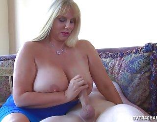 Grand-сиськастый blonde fers jeune mec bite porn français com