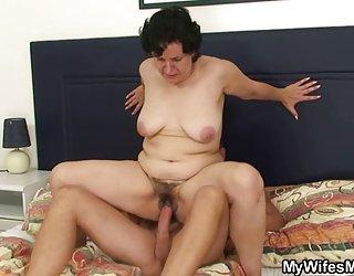Le gars baise sa belle-mère chaude www femme nue com