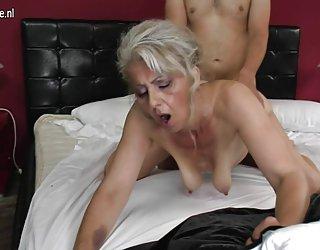 Poilue de grand-mère durement baisée par un jeune amant photos gratuites sodomie